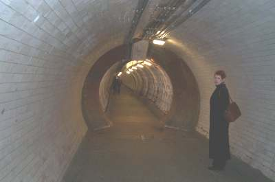 4x3_greenwich_foot_tunnel.jpg (8331 bytes)