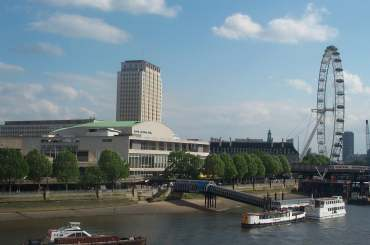 4x3_rfh_and_eye_from_waterloo_bridge.jpg (11482 bytes)